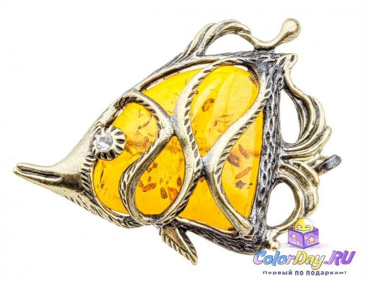 В волшебный подводный мир Тропиков вас окунет яркая солнечная брошь из балтийского янтаря и благородной бронзы.