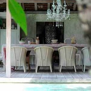 chandeliers make me happy: Dining Rooms, Bali Outdoor, Cottages Style, Outdoor Dining, Gardens Outdoor Spaces, Dreams Houses, Bali Houses, Amazing Houses, Gardens Dinning Spaces