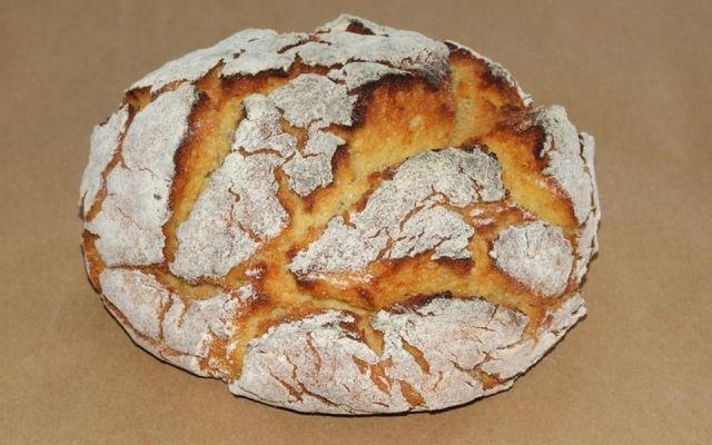 Le pain de maïs est un pain typique portugais à base de farine de maïs, mélangé de farine de seigle et de blé (si désiré). Essayez-le!