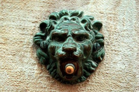 'antique lion doorbell