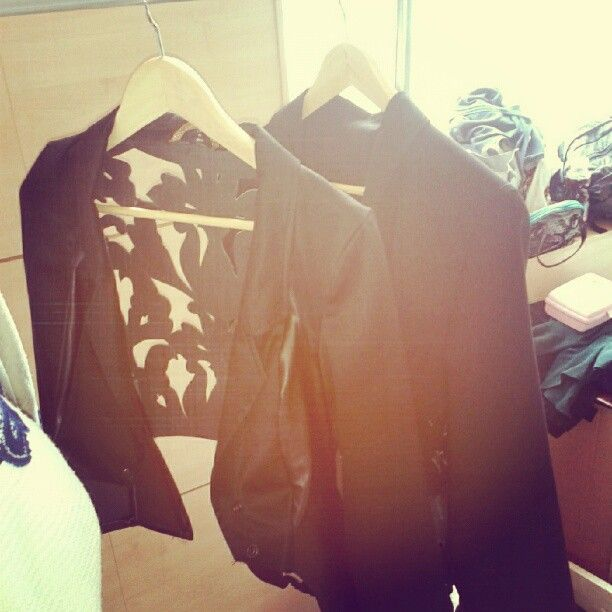 before the show:) #reuse #ecodesign #black #leather #blazer #study #work #fashionshow #fashiondesign