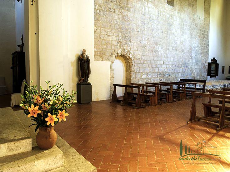 La chiesa di Spineto www.underthetuscantaste.com www.abbaziadispineto.com