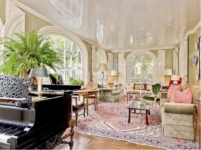 shinning ceiling: Living Rooms, Dreams Houses, Gloss Ceilings, Grand Piano, Green Wall, Colors Palettes, Arches Window, Music Rooms, Huge Window