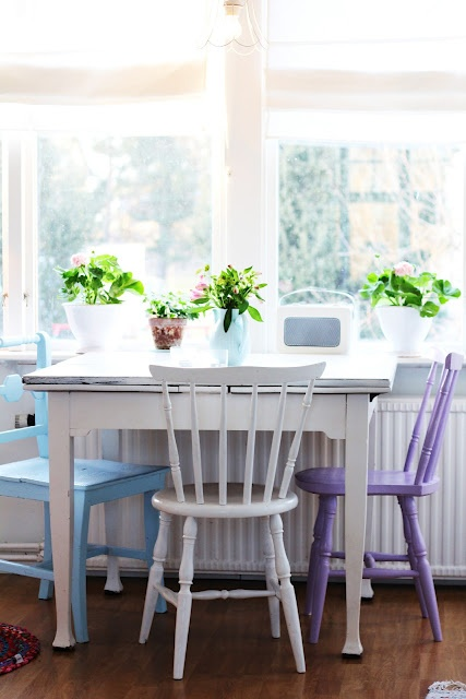 Mismatched, different coloured chairs.  LOVE THEM