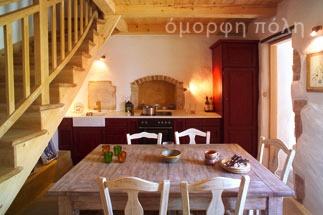 Ένα παλιό σπίτι αναπαλαιώνεται και διαμορφώνεται σε ένα σύγχρονο εξοχικό