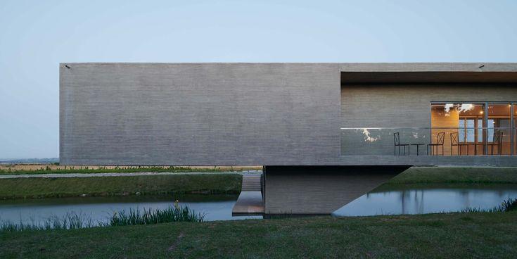 Galerie de la maison du pont et de la tour d'observation Swan Lake Bridge / TAO – Trace Architecture Office – 10