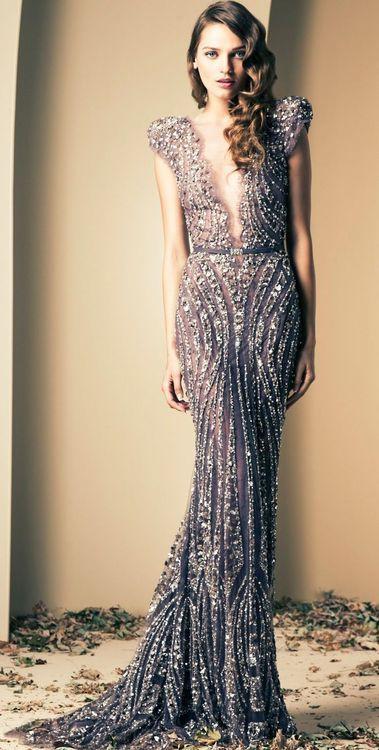 Un hermoso vestido de noche con lentejuelas y pedrería b#BodaTotal