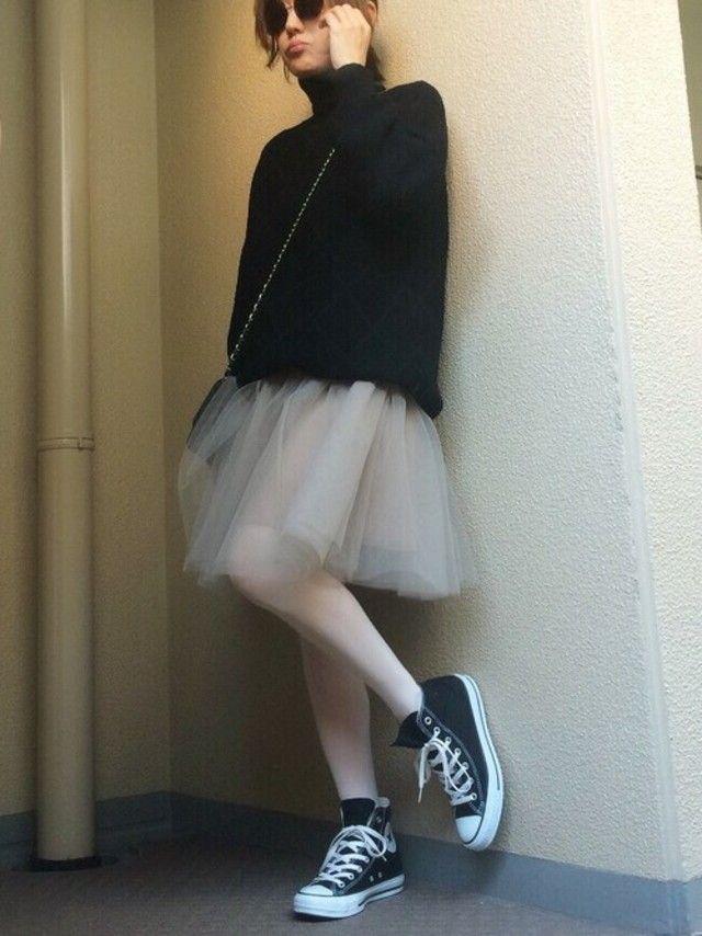 かなりゆったりしたXLサイズを着用。チュールスカートに合わせて、甘辛コーデが完成♡