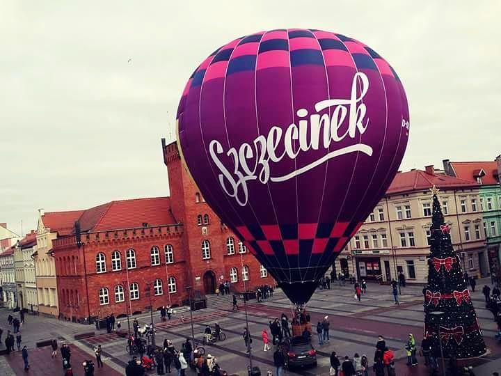 Tak się prezentuje nowy szczecinecki balon!  #balon #choinka #plac #Szczecinek