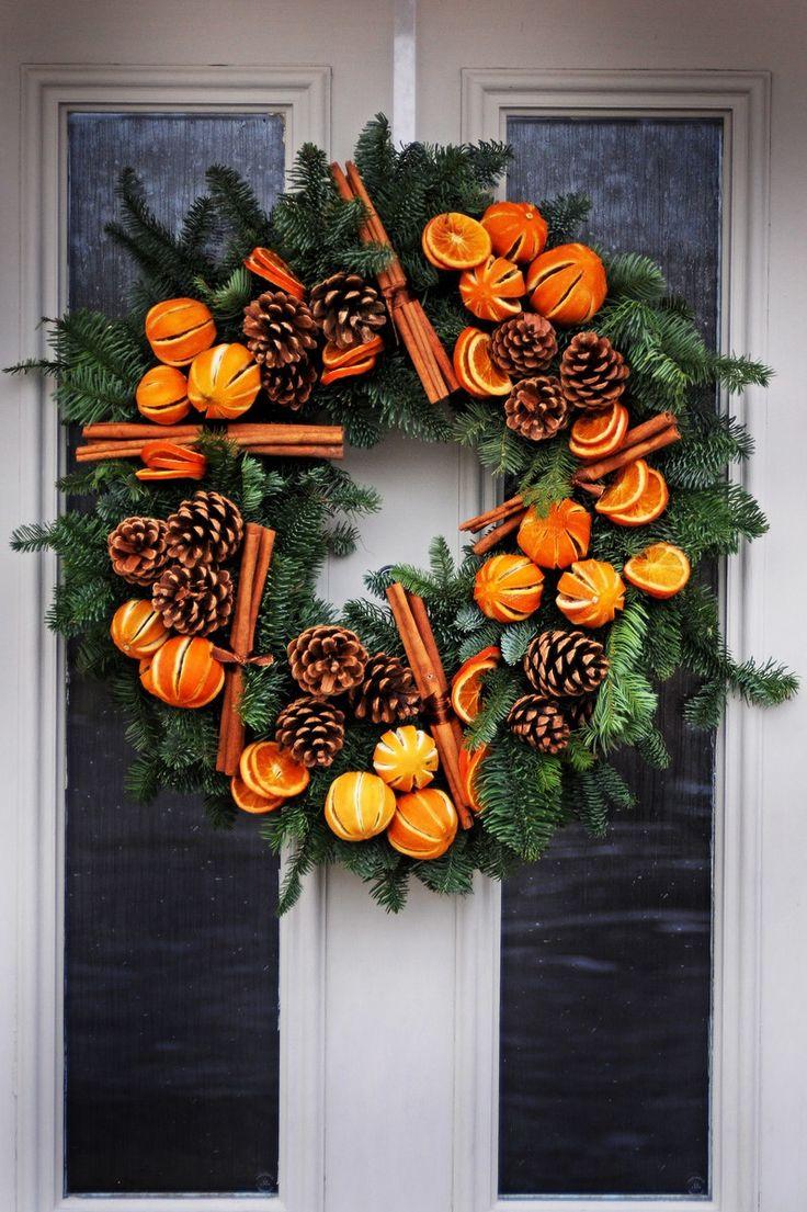 Orange cinnamon and pine cone fresh Christmas door wreath - Türkranz Weihnachten