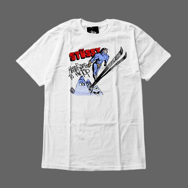 T-Shirt Stussyześciągaczem wokół szyiw kolorze białym. Dużagrafika z przoduartwork Pierre Bolide,100% bawełna. Zobacz inne produkty Stussy
