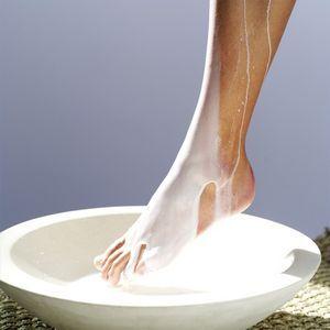 scented milk bath, diy milk bath using powdered milk, cornstarch, baking soda and essential oil.