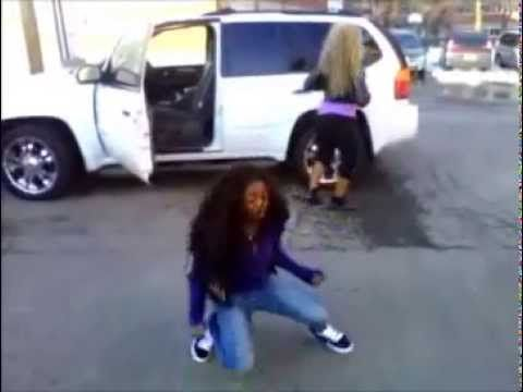 14 years old girl killing the dougie - YouTube