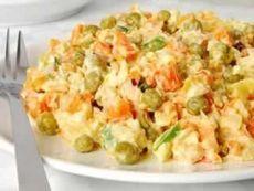 Салат из куриного мяса с морковью и зеленым горошком / Изысканные кулинарные рецепты
