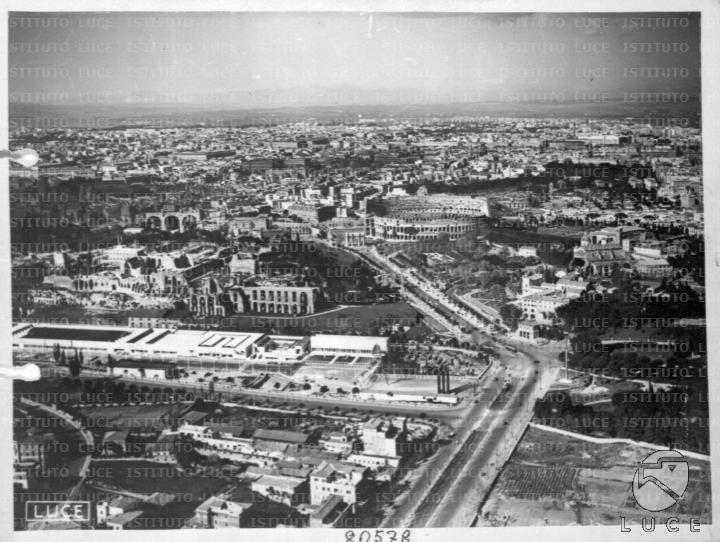 Inquadratura aerea dell'area tra Circo Massimo e Colosseo 05.04.1938