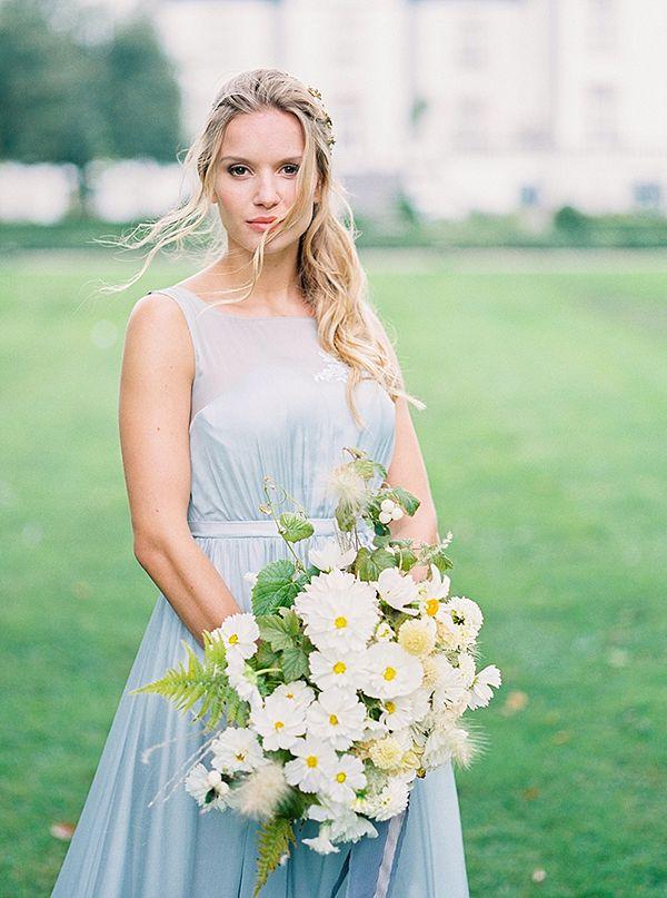 Romantic bridal shoot at Belgian castle