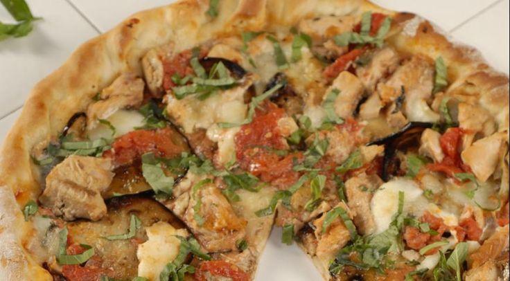 Пицца с баклажанами и лососем