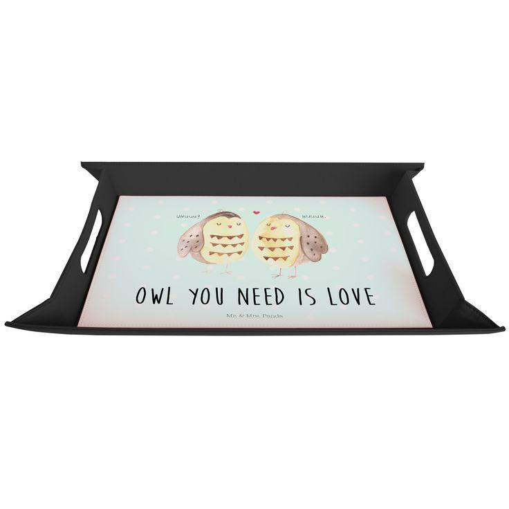 """Serviertablett aufklappbar Eule Liebe aus Premium Kunststoff  schwarz - Das Original von Mr. & Mrs. Panda.  Dieses wunderbare Serviertablett von Mr. & Mrs. Panda ist wirklich etwas ganz besonderes. Es ist mit unseren wunderschönen Motiven bedruckt und lässt sich auf dem Tisch als wunderschöne Unterlage benutzen.  Es ist sehr stabil und 25 cm x 35 cm groß.    Über unser Motiv Eule Liebe  Ganz nach dem Motto """"Owl you need is love"""". Die wunderbare liebes Eule von Mr. & Mrs. Panda.    Verwendete…"""