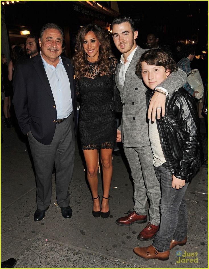 Jonas Brothers: Darby Restaurant Dinner | jonas brothers darby restaurant 03 - Photo