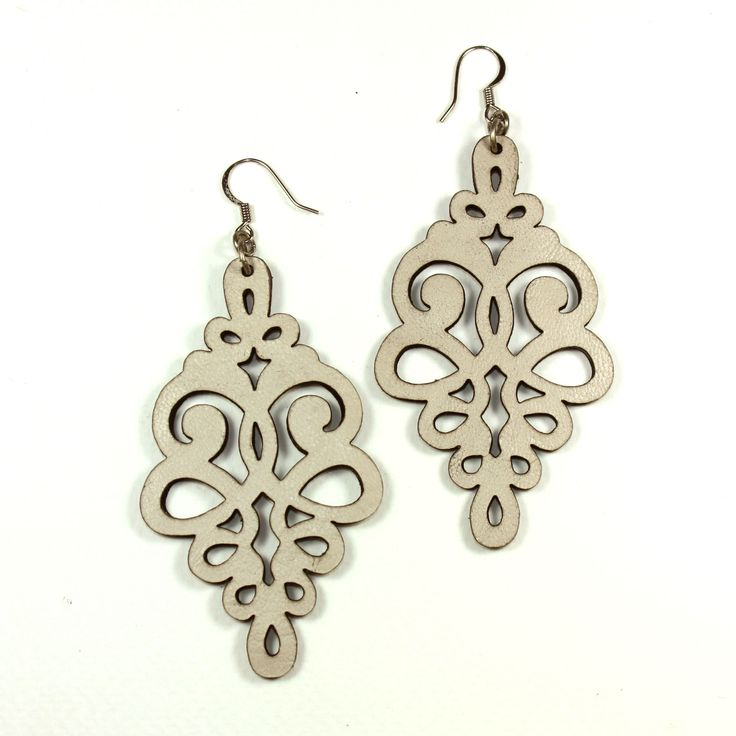 Leather curly drop earrings cream