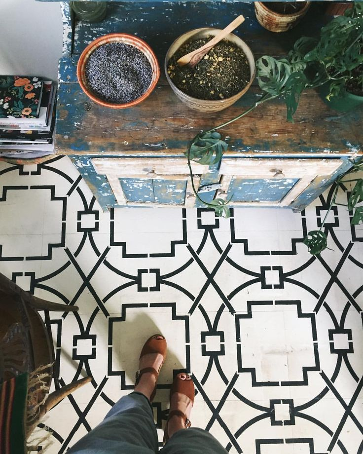 "The most amazing floor by Anna Louise | Portland, Oregon (@_annalouise._) on Instagram: ""My kitchen floor used to be depressing dark brown vinyl, so I painted then stenciled this pattern…"""