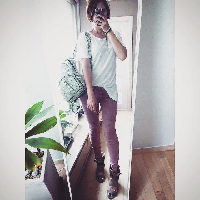 # #오늘 의 #아웃핏 #outfit for #today . . . . #ootd #daily #dailylook #아웃핏 #follow #me #인스타사이즈 #팔로우 #데일리룩코디 #줌마그램 #줌마스타그램 #줌스타그램 #알렉산더왕 #alexanderwang #백스타그램 #옷스타그램 #마더데님 #motherlovesyou #motherdenim #미러샷 #거울샷 #전신샷 #패션 #fashion #style #스타일