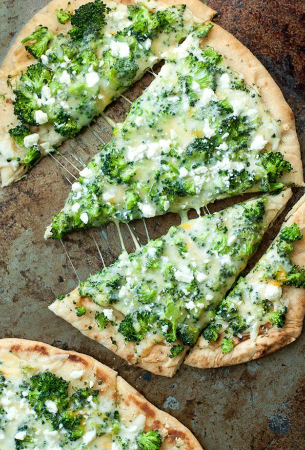 Brokkoli-Käse-Naan-Pizza
