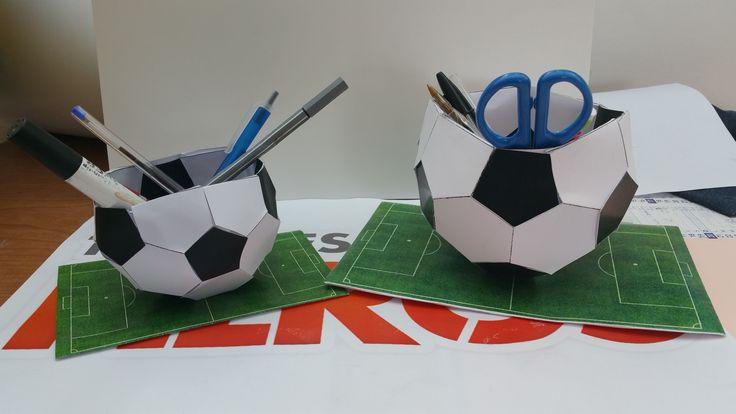 Allégez-vous avec ce vide-poche en forme de ballon de football ! On vous montre…