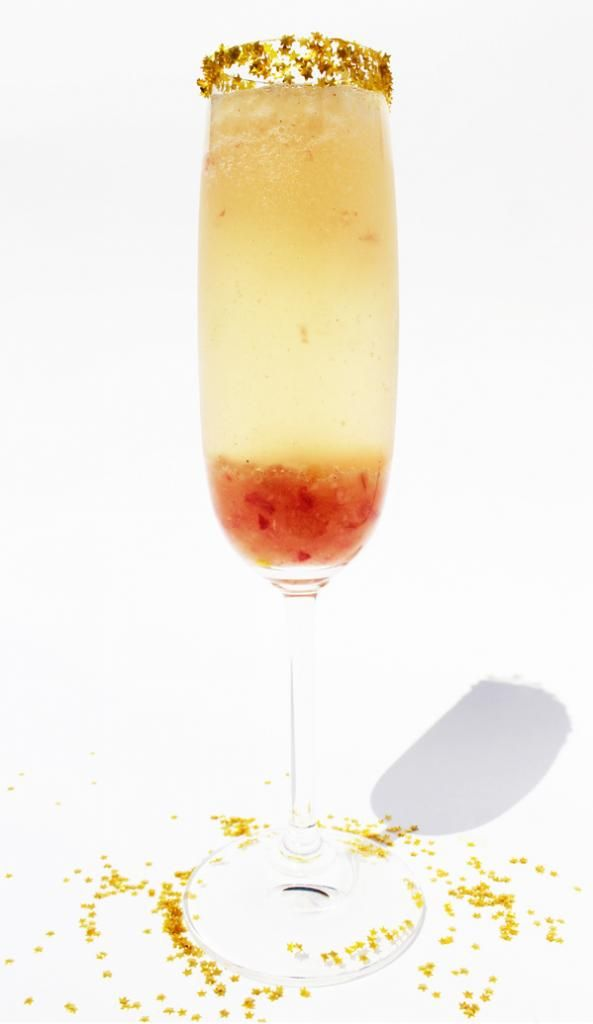 White Peach and Cardamom Bellini cocktail recipe. Not sure if this is better for New Year's Eve, or brunch the next day.Glitter Stars, Gold Glitter, Edible Glitter, Society Sparklers, White Peaches, Cardamom Bellinis, Food Processor, Edible Gold, Lemon Juice