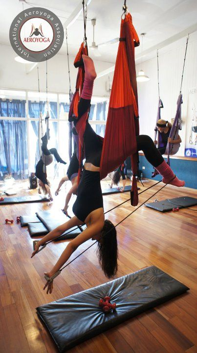 Aerial Yoga and Pilates Argentina www.aerialyoga.tv