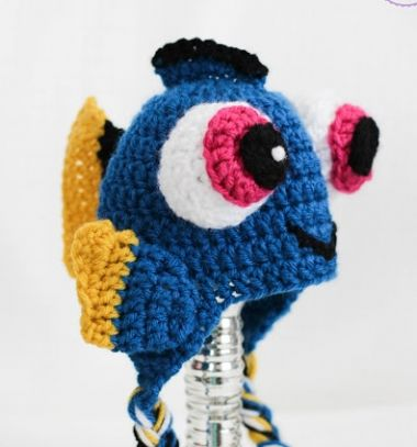 DIY Dory fish hat for kids (free crochet pattern) // Szenilla hal sapka gyerekeknek (ingyenes horgolásminta) // Mindy - craft tutorial collection // #crafts #DIY #craftTutorial #tutorial #DIYClothesForKids