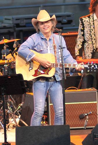 How big is dwight yoakam dick