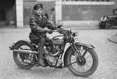 Royal Enfield es una de las marcas de motocicletas más antigua del mundo. Las royal enfield se llevan fabricando desde principios del siglo XX. Han estado en la primera y segunda guerras mundiales,…