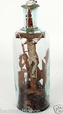 Antikes Eingericht Klosterarbeit Kruzifix Glasflasche mit Einschlüssen 19. Jhdt.