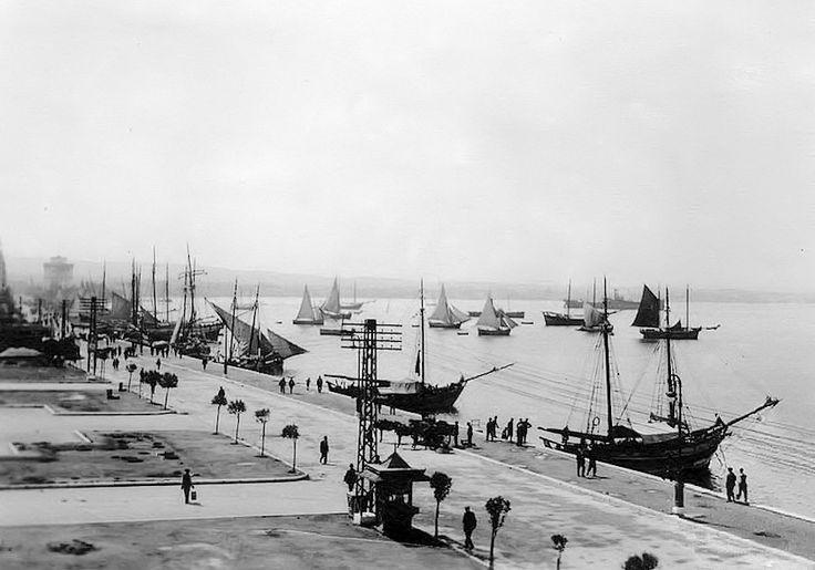 Το λιμάνι και η Λεωφόρος Νίκης την δεκαετία του 1930