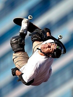 bob burnquist air xgames | Bob Burnquist no Skate Big Air X Games em Los Angeles (Foto: AP)