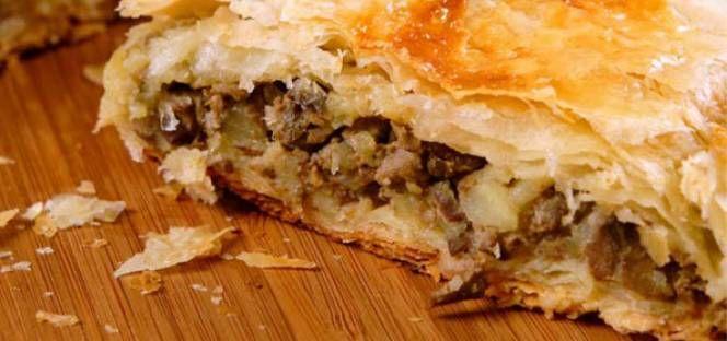 Αναγνωρίζετε αυτή την πίτα; Στη πόλη των Ιωαννίνων τουλάχιστον αποτελεί ένα σμαντικό και συχνό πιάτο! Κιμαδόπιτα φυσικά!