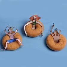 leuke traktatie met zwemband van een donut