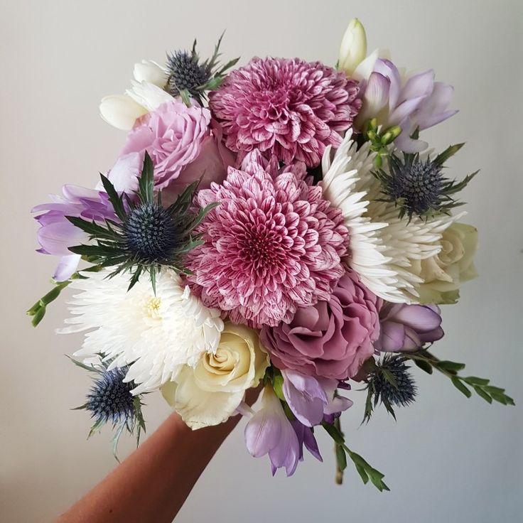 Gelin çiçeğinizin sizi yansıtan renk ve çiçeklerle hazırlanmış olmasını ister misiniz? Siparişleriniz, ücretsiz gelin buketi rehberliğimiz ve her türlü bilgi için 0216 445 4652 ve daha fazlası için gelinakademi.com #gelinbuketi #gelinakademi #gelinçiçeği #enmutlugün #gelinbuketi #nisantepsisi #soztepsisi #cicek #dugun #buket #gelincicegi #gelin #nişan #dugunfotografcisi #dugunfotografcisiistanbul
