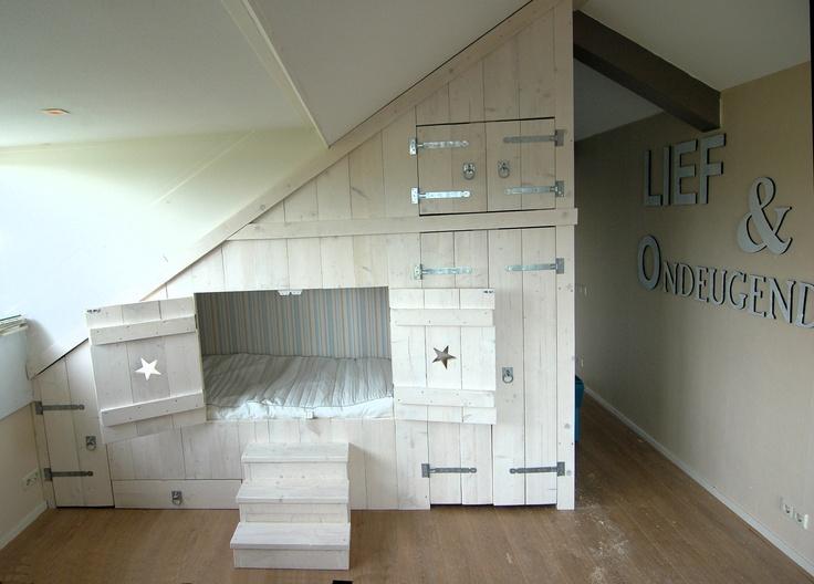 Meer dan 1000 afbeeldingen over kinderkamer girl zolder op pinterest toverstokken bureaus en met - Idee van zolderruimte ...
