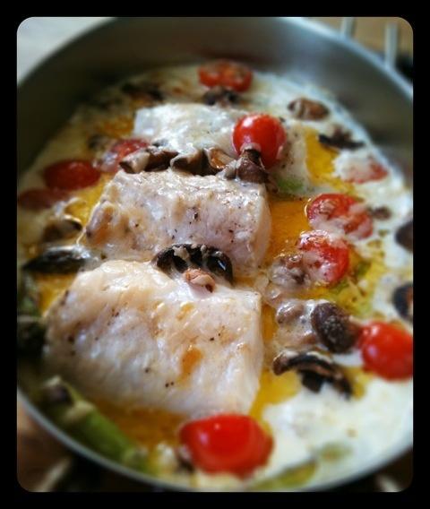 Fiskgratäng med vitvinssås, parmesan och ägghack