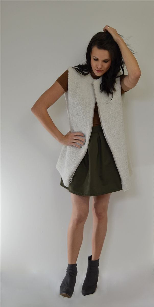 Long sherpa vest with exposed zipper