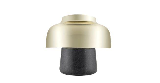 Morse er faktisk to lamper med præcis samme form – en uplight og en downlight. Det moderne look er skabt med materialerne messing og polysten. Designet er både sjovt og robust, og begge lamper giver et blødt, dæmpet lys, der skaber en perfekt og hyggelig atmosfære i rummet.