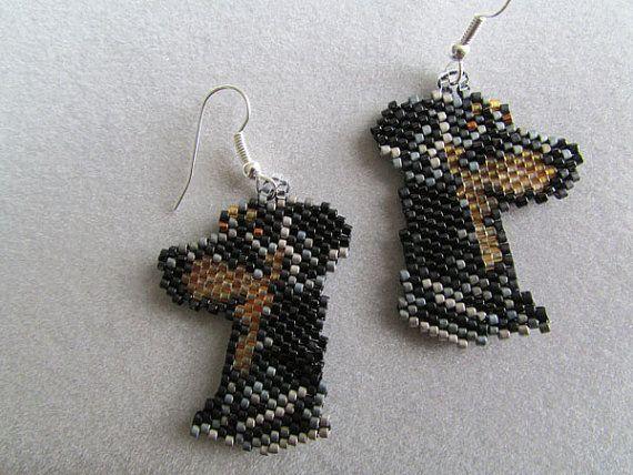 Beaded Doberman Pinscher Earrings van DsBeadedCrochetedEtc op Etsy