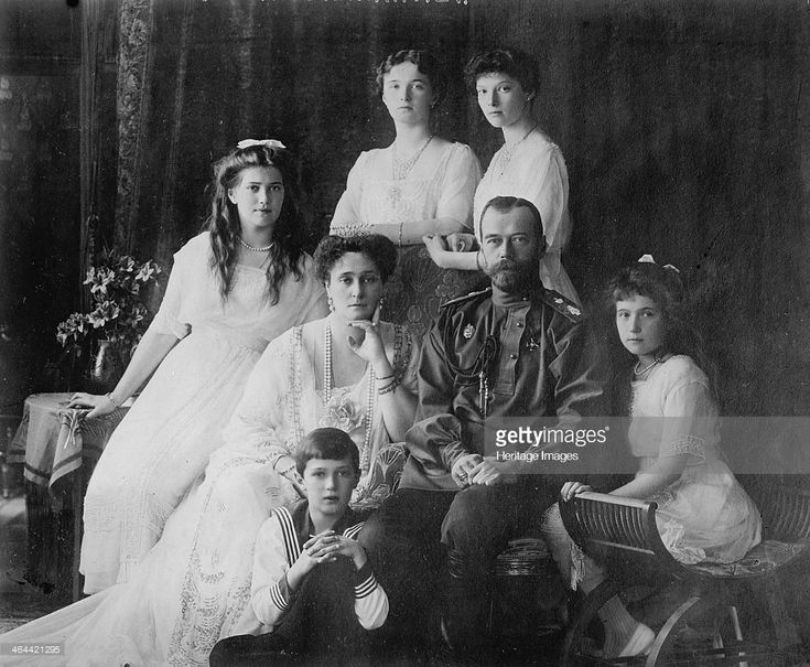 The Family of Tsar Nicholas II of Russia, 1910s. The Tsar (1868-1918), Tsarina Alexandra (1872-1918) and their children Grand Duchesses Olga (1895-1918), Tatiana (1897-1918), Maria (1899-1918), Anastasia (1901-1918) and the Tsarevich Alexei (1904-1918). A (Photo by Fine Art Images/Heritage Images/Getty Images)