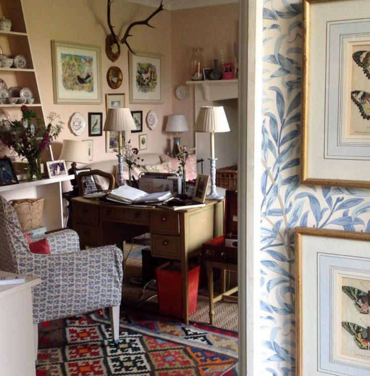 When I stumbled upon the instagram account of Britishtextile designer, Louise Townsend, I knew I'd found a kindred spirit. Her cozy country home in Devon is a neo-trad dream and her sweetpugs, Mary and Bunny, made my heart skip a beat. From her bowood print bedroom to her tulip filled garden, every image makes me …