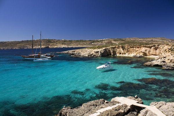 UN'ESTATE INFINITA L'Arcipelago di Malta, con le sue 3.000 ore di sole l'anno, è uno dei luoghi con l'estate più lunga di tutta Europa. La stagione estiva comincia già ad aprile e termina solo a ottobre inoltrato.  http://www.jonas.it/vacanze_Malta_781.html