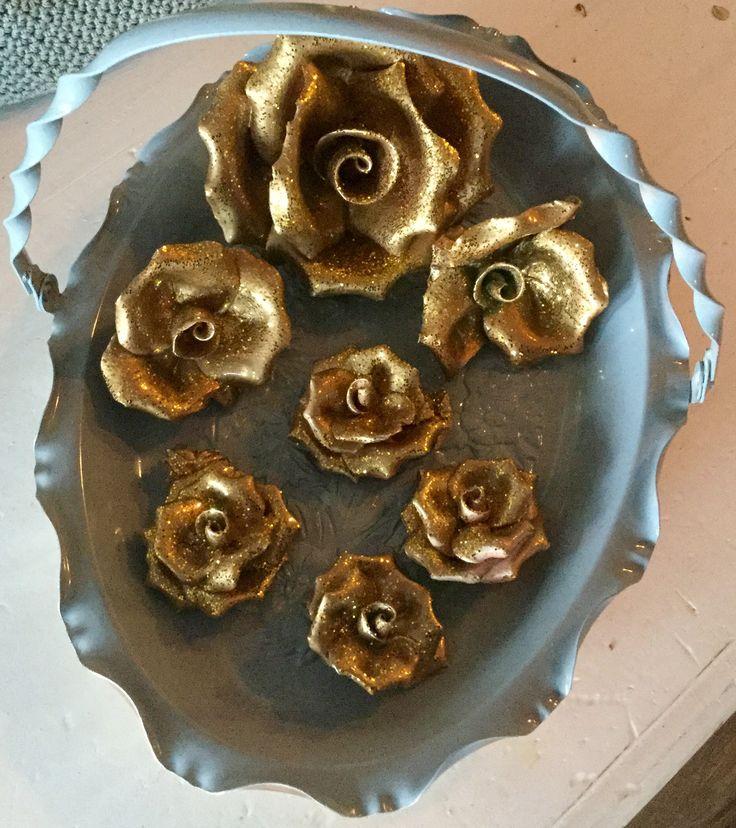 Keramikk roser med gull og glitter