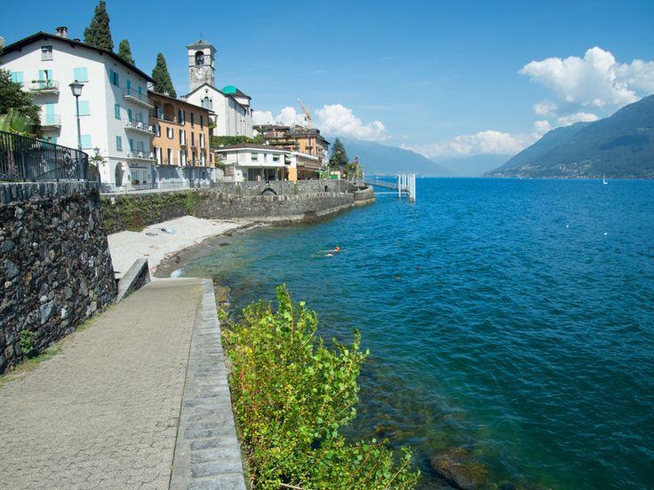 Der Strand des Lago Maggiore liegt nur ein paar Schritte von der #Ferienwohnung #Locarno entfernt