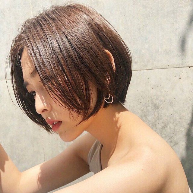 エラ張りさん に似合う髪型とは ショートからロングまで 小顔に見えるヘアスタイル集 2020 小顔 ヘアスタイル ヘアスタイル ショートボブ 丸顔
